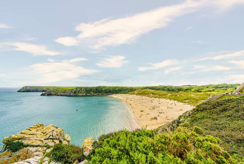 Take a trip to the world renowned Barafundle Bay.
