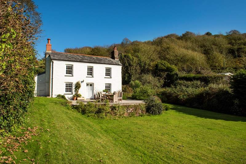 Welcome to Bayview- a picture perfect cottage in the village of Polkerris