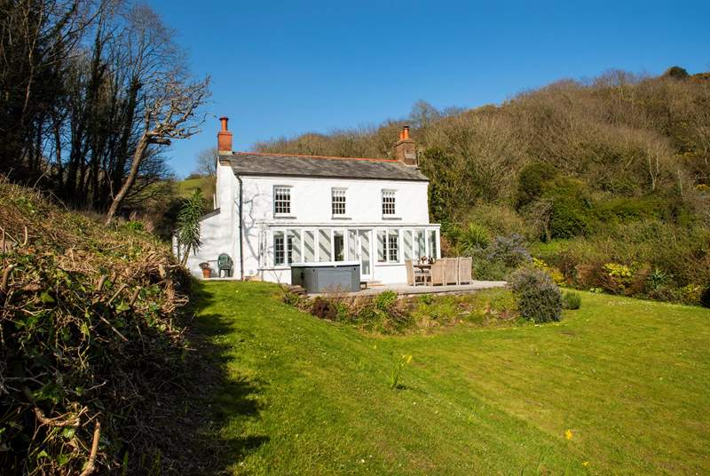 Welcome to Bayview - a picture perfect cottage in the village of Polkerris.