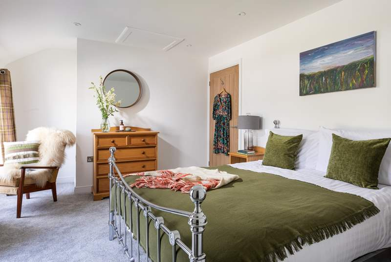 The gorgeous double bedroom with king-size bed.