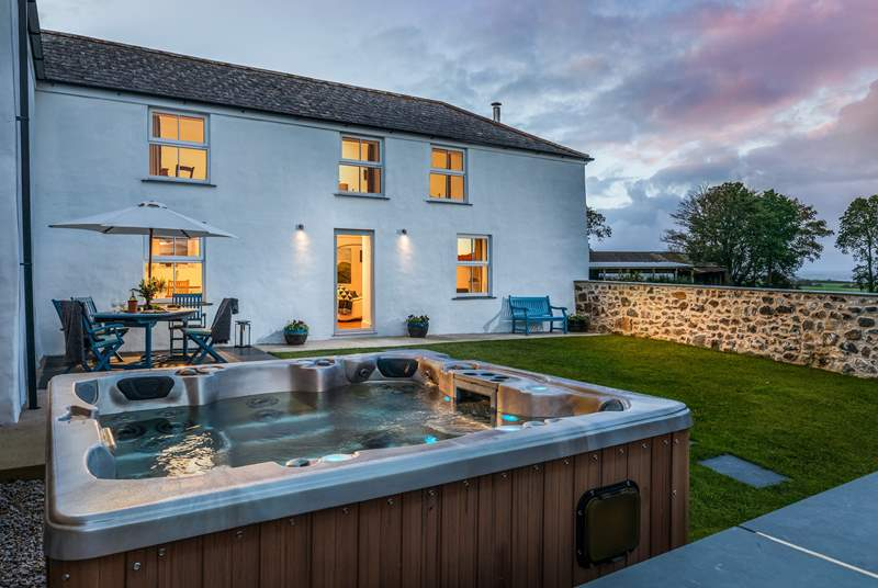 Sit a while in the hot tub and enjoy this peaceful rural location.