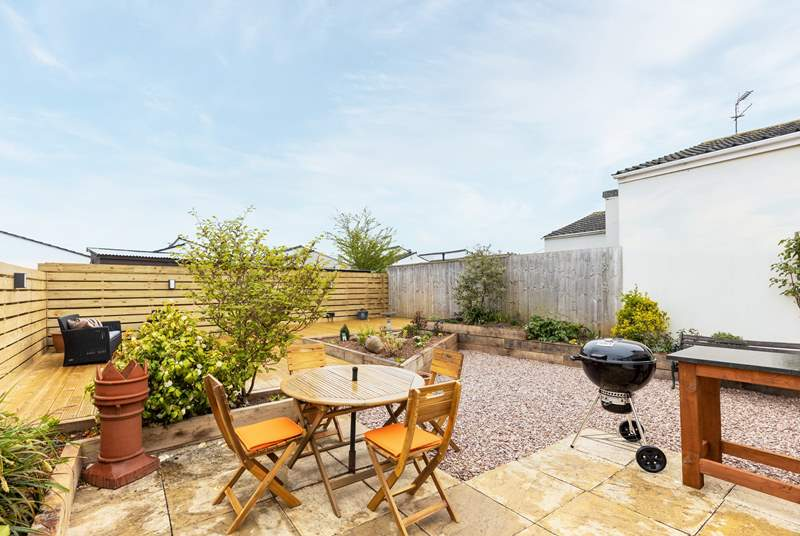 What a fabulous patio area. Perfect for enjoying a touch of al-fresco dining.