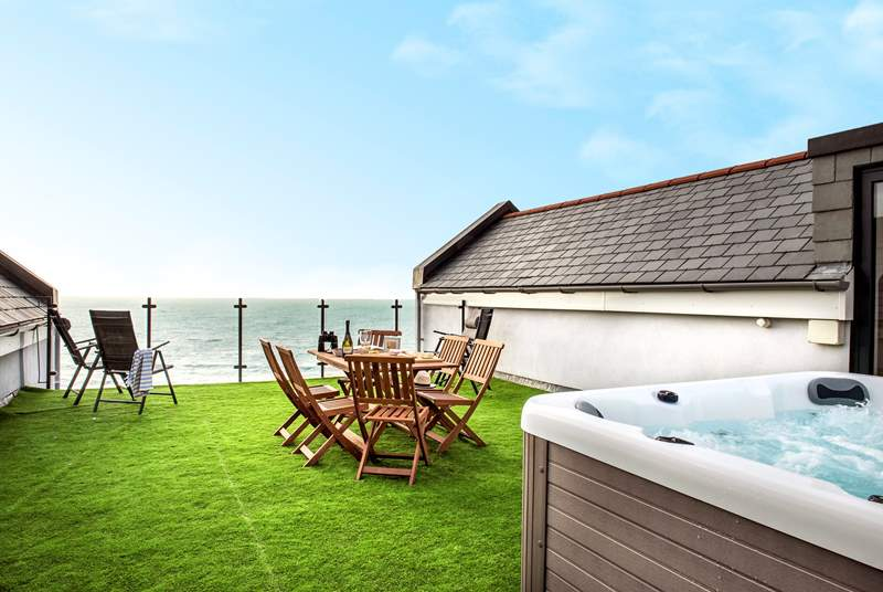 The icing on the cake - the roof terrace with a hot tub!