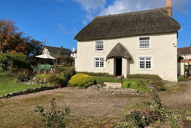 East Wells is a chocolate box pretty thatched cottage offering views, seclusion, wonderful gardens and not forgetting an award-winning pub at the end of the lane.