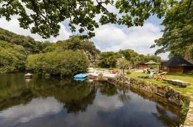 Tresahor Lodge. Sleeps 4, 4.3 miles W of Falmouth