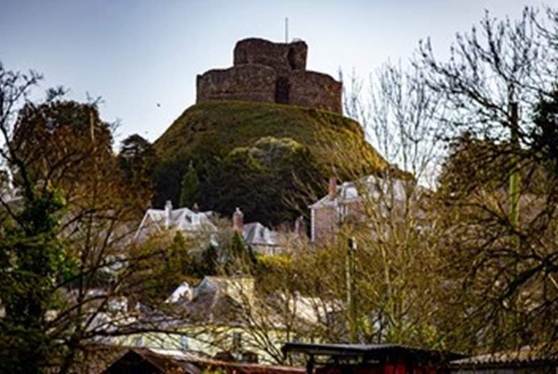 Launceston Castle sits high above the town and rewards walkers with wonderful views as far as the eye can see.