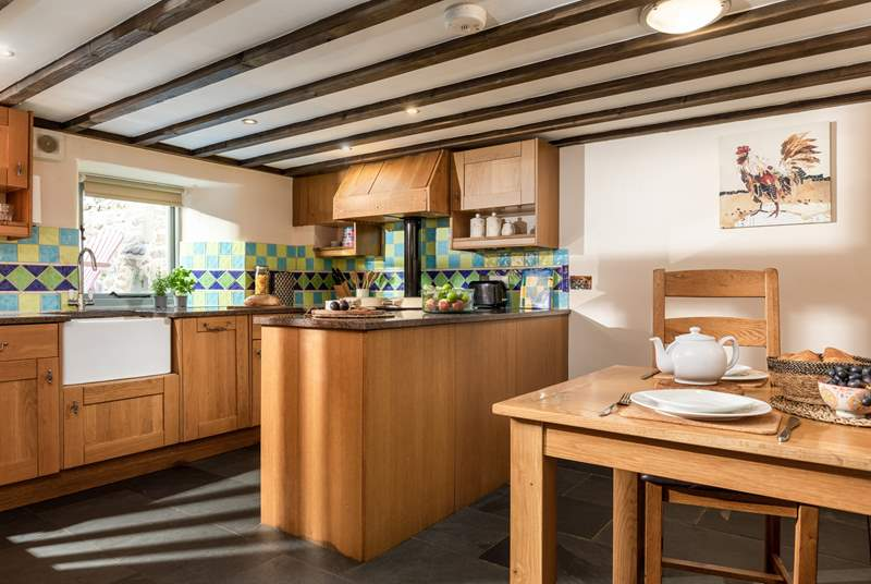The kitchen offers the perfect place to start and end the day around the kitchen table. Both the kitchen and dining-area are on the open plan lower level.