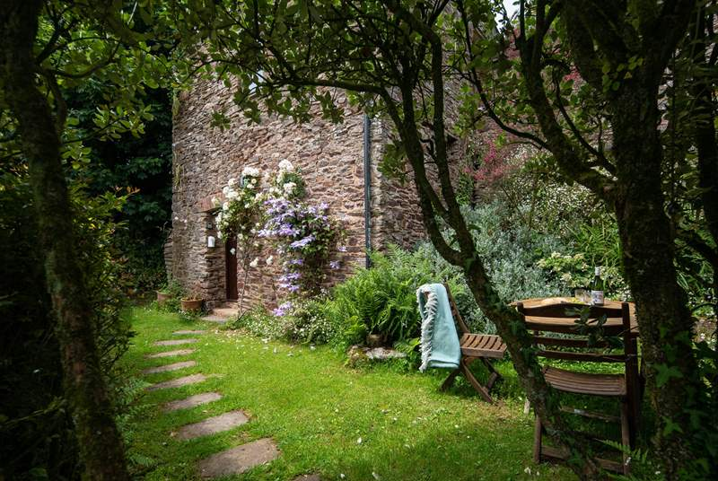 The Old Granary is nestled away in this super romantic setting.