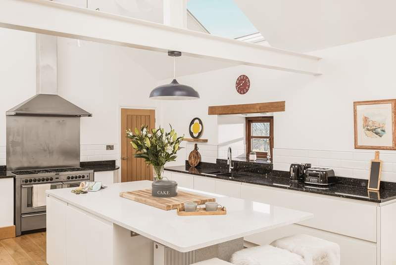 The fabulous kitchen is very well-equipped.