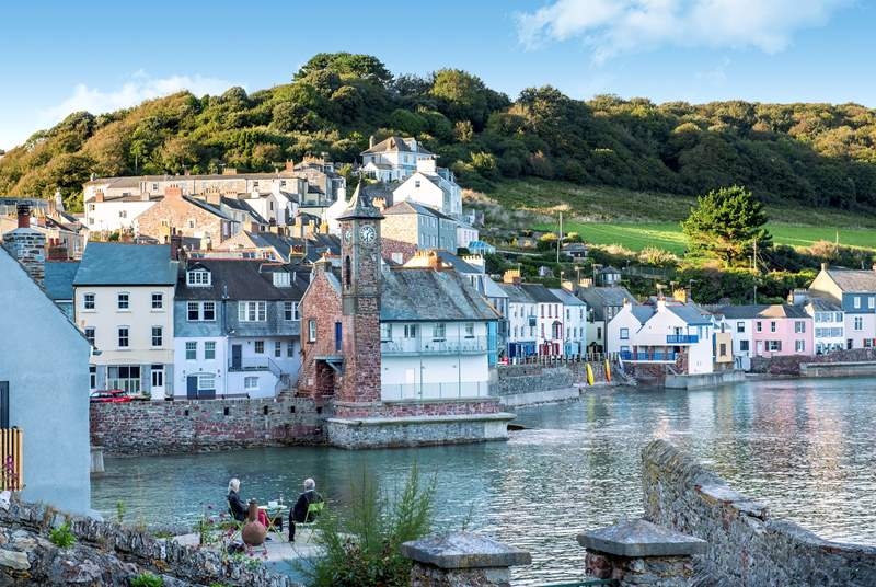 Take the coastal footpath to the charming twinned villages of Kingsand and Cawsand.
