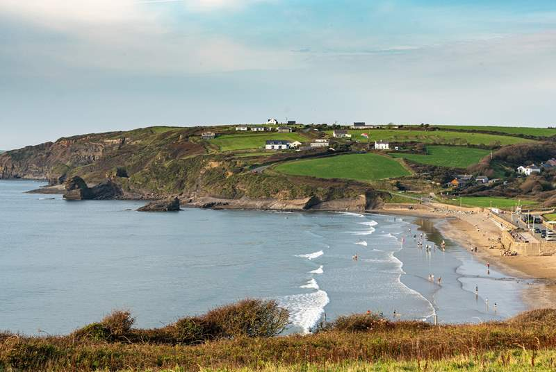 The cottage is a short drive form the sandy beach, pubs, restaurants and beach shops in Broad Haven.