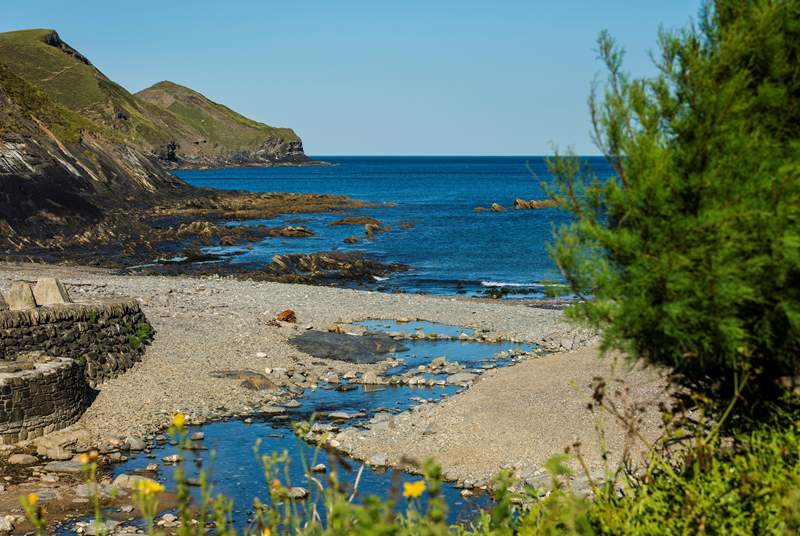 Crackington on the north coast is worth a visit.