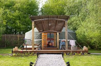 Whittlers Yurt. Sleeps 2, 3.1 miles SE of Clovelly