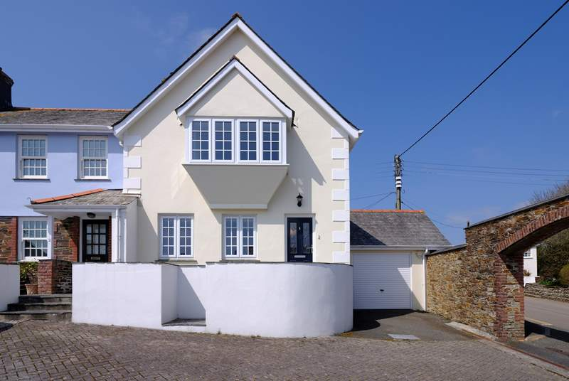 Just a short stroll from the centre of bustling St Mawes, 1 The Brakeyard is the perfect family holiday home.