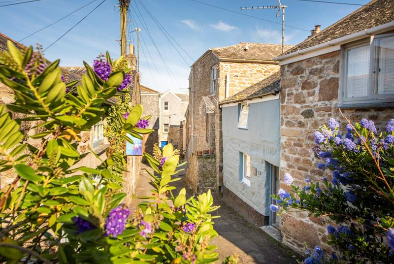 Welcome to The Old Gallery (the little blue cottage)  located in the heart of magical Mousehole.