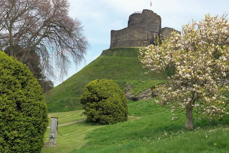 The Norman keep of Launceston Castle (English Heritage).