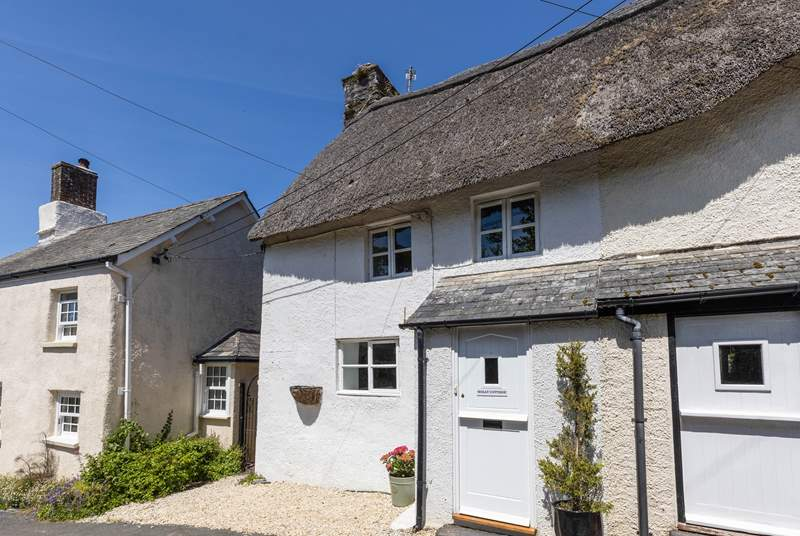 Welcome to Holly Cottage, a gorgeous Grade II Listed cottage.