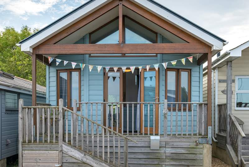 Welcome to The Shack, a wonderful holiday retreat sleeping four, located in Gurnard.