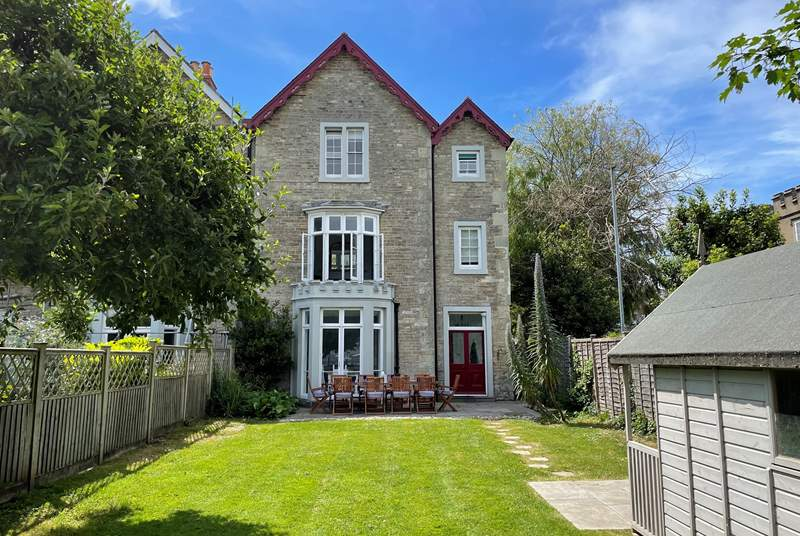 Welcome to Harbour View. A stunning four bedroom property located in Ryde, just a minute's walk from the sea front.