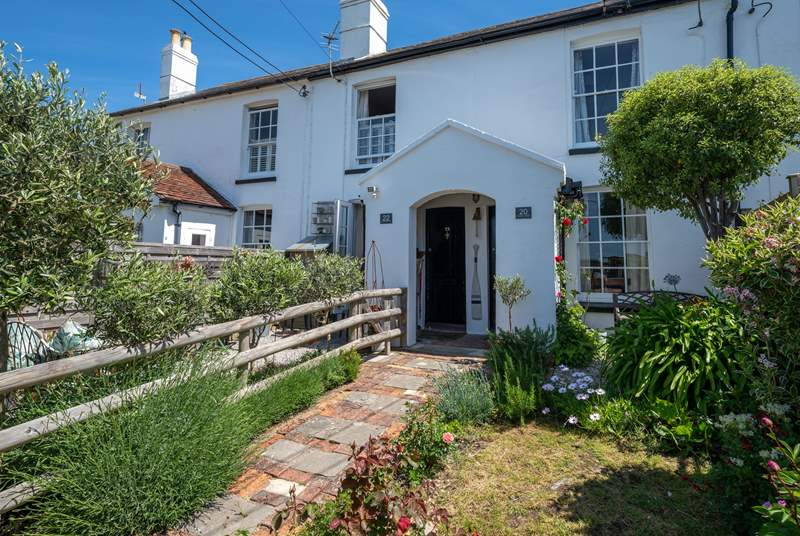 Starboard Side; a gorgeous cottage sleeping four in the lovely village of Gurnard.