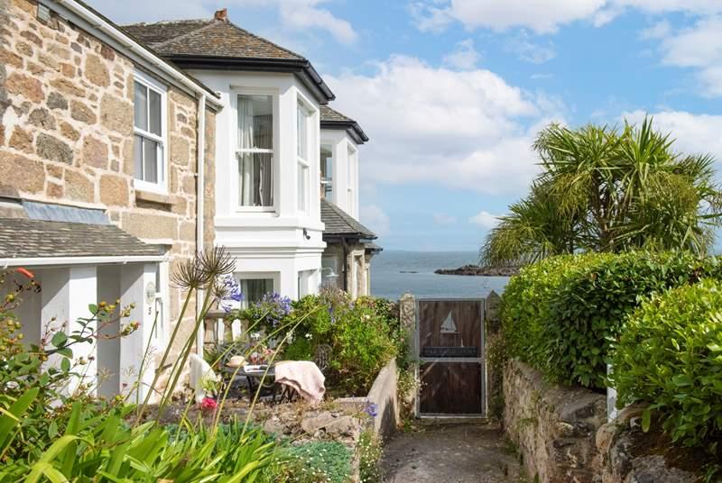 Beautiful Coastguard Cottage welcomes you.