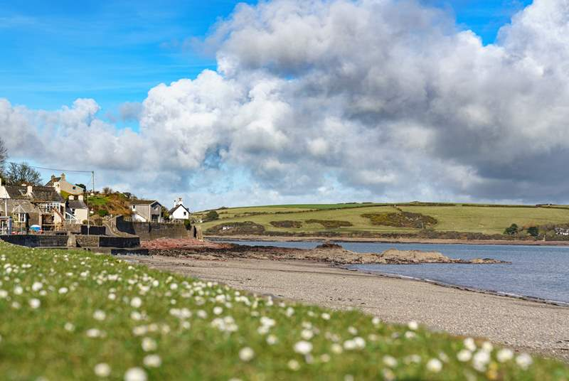 The sheltered beach at Dale is less than a five minute drive away. Perfect for water sports enthusiasts and for crabbing off the pontoon.
