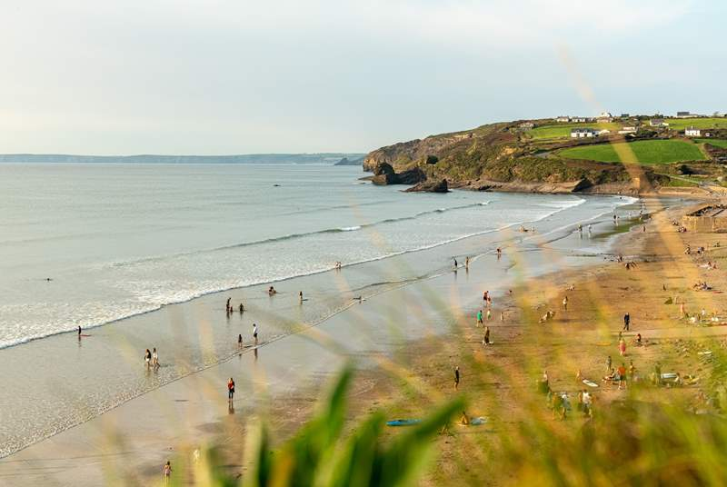 The golden sands of Broad Haven Beach are very nearby.