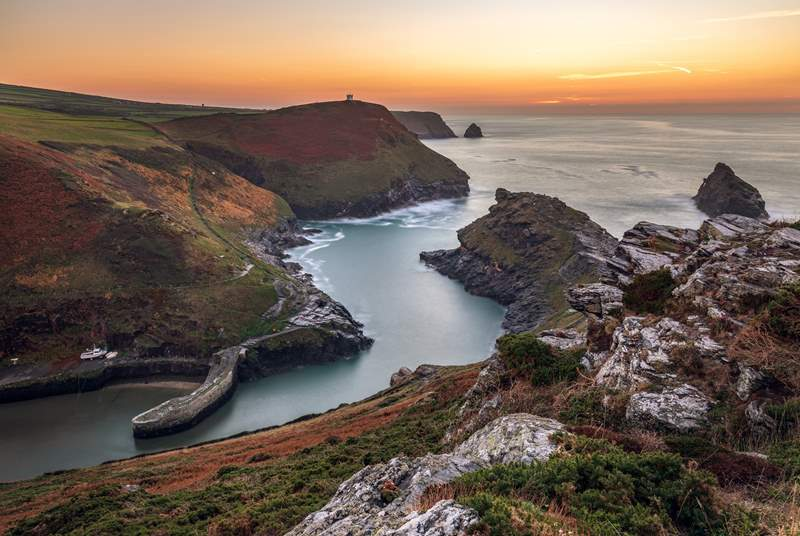 See the north coast of Cornwall at its dramatic best at stunning Boscastle.