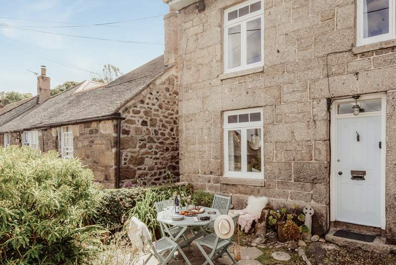 Welcome to Trepen, located in the heart of Mousehole. Two little steps lead up to the front door.