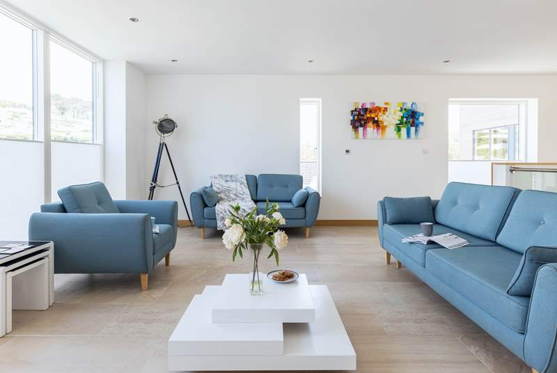 This fabulous ultra modern abode is beautifully furnished.