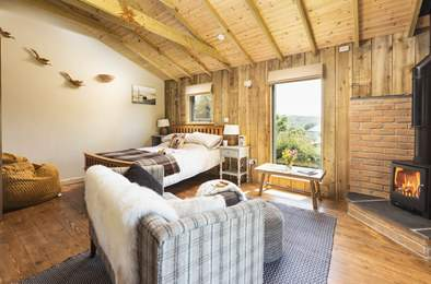 Room With A View. Sleeps 2, 1.6 miles E of Widecombe in the Moor