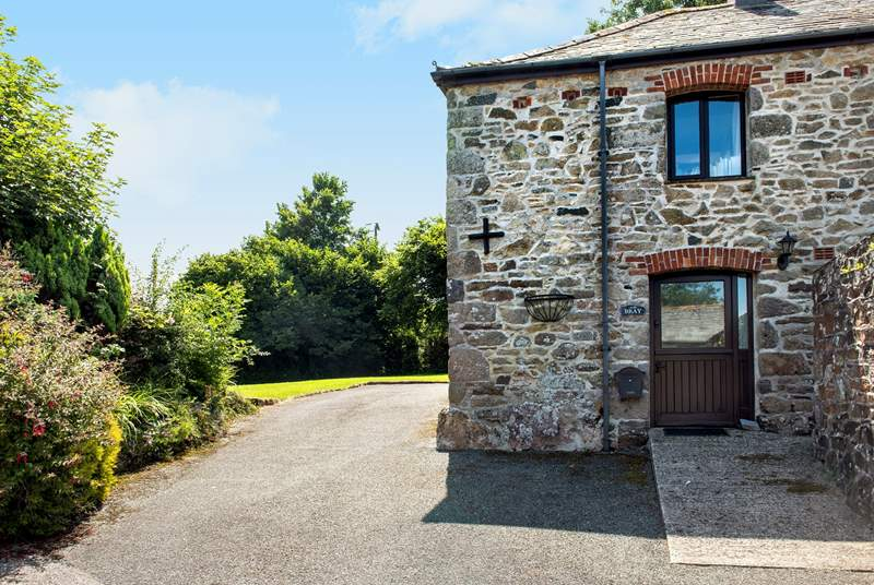 Welcome to Bray Cottage, the ground floor apartment of this barn conversion.