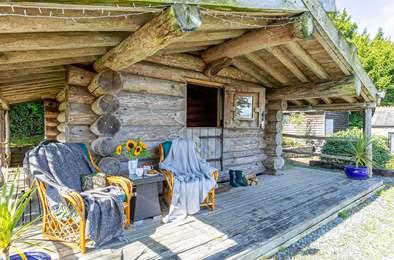 Thimble Lodge. Sleeps 2, 4.6 miles W of Tavistock