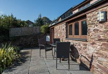 The patio is an ideal spot to enjoy a spot of sun whilst enjoying a good book and a glass of something tasty.