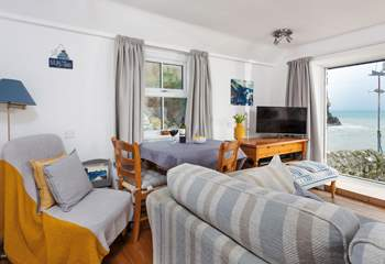 This cosy little cottage is literally on the edge of Cadgwith's shoreline.