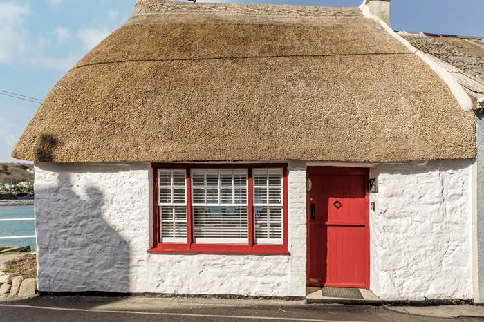 Cottages near Coverack to Black Head