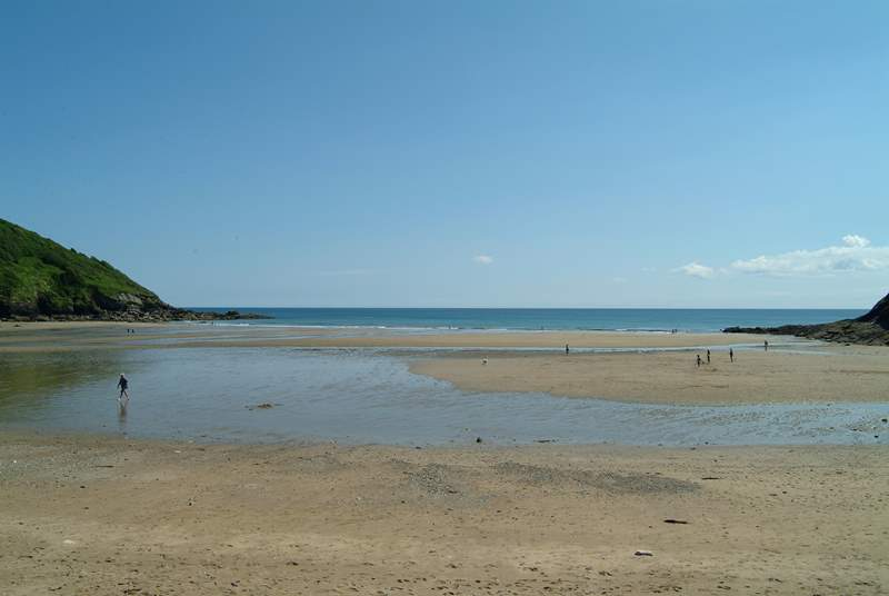Caerhays (Porthluney) beach has a little beach cafe and parking right next to the sands.