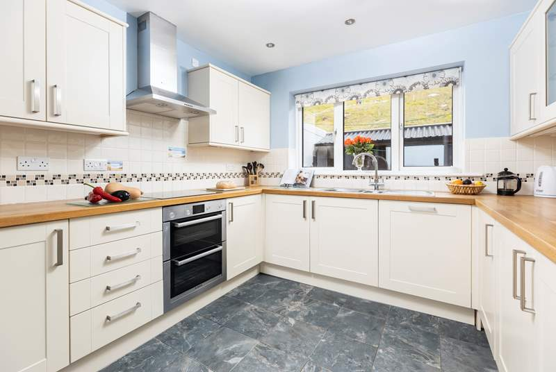 A well equipped kitchen, perfect for cooking up your favourite holiday meal.