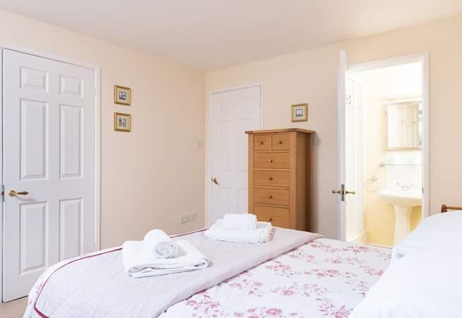 This bedroom has an en suite wet-room (Bedroom 1).