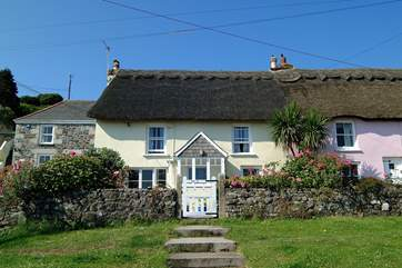 Carndu is a pretty thatched cottage overlooking the sea.