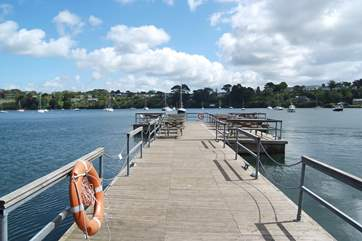 The pontoon at the Pandora Inn is a great spot for meals with tables set at the far end (children have lots of fun crabbing from the pontoon too!).