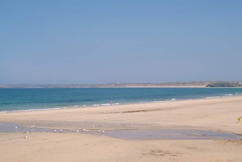 Carbis Bay beach is nearby.