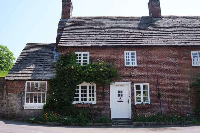 Cottages near Burngate Stone Carving Centre