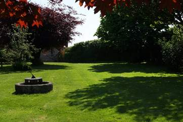 Large areas of lawn and gardens are exclusively for guests' use.