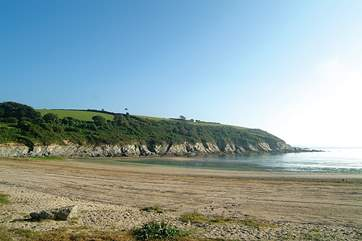 Maenporth beach has sand and rock pools.