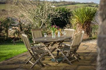 Relax in the garden with a cup of tea or a glass of wine.