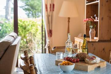 Enjoy a sociable meal around the dining table.