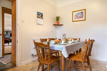 Enjoy relaxed meals in the kitchen/ breakfast room
