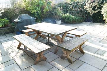 The enclosed patio-area is very sunny and ideal for a barbecue.