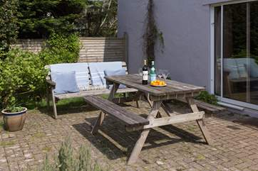 You will enjoy eating al fresco and picnics in the garden.